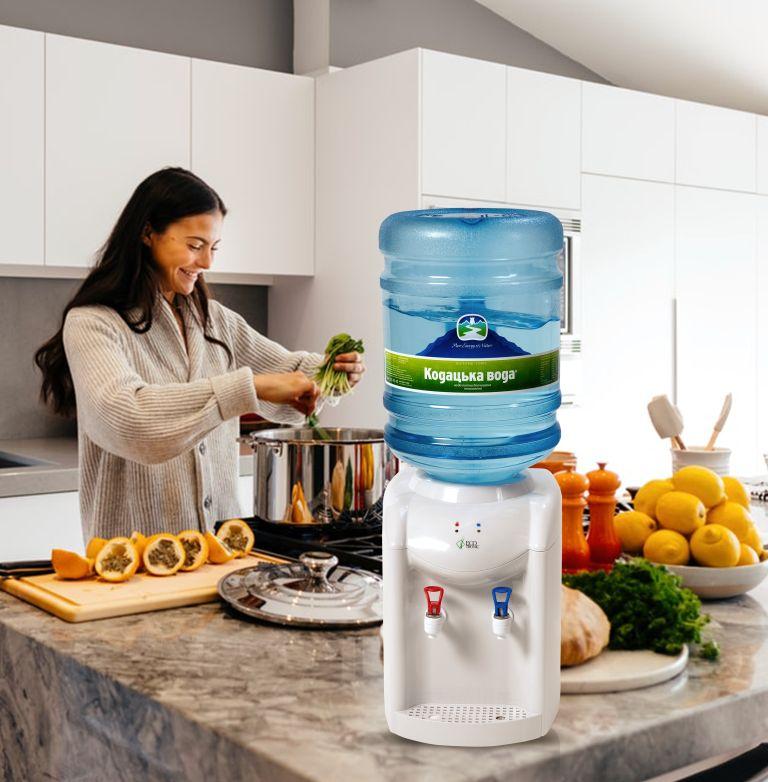 Придбати бутильовану воду у Києві від ТД Кодацька Вода
